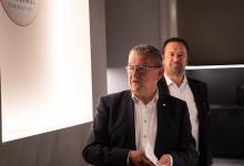 Opening tentoonstelling De Rode draad door de Ezelstraat - Burgemeester D. Defauw, Schepen P. Annys